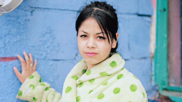 """Porträt einer jungen Rumänin in der Fotoserie """"Be good""""."""