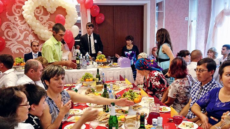 Eine bunte russische Hochzeit