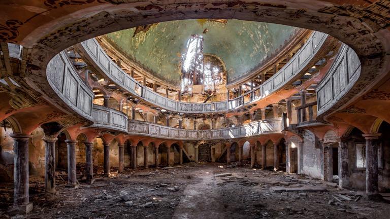 Ein zerfallenes Gebäude