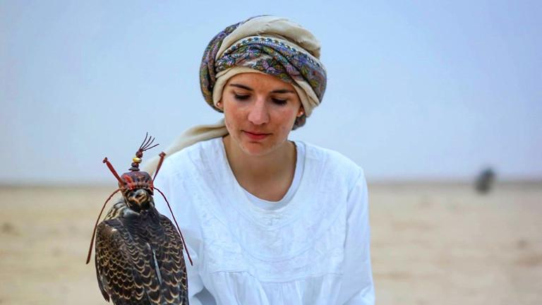 Laura Wrede mit Falken
