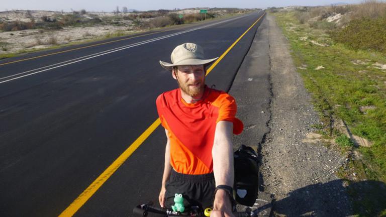 Daniel Kassner auf seinem Fahrrad in Afrika