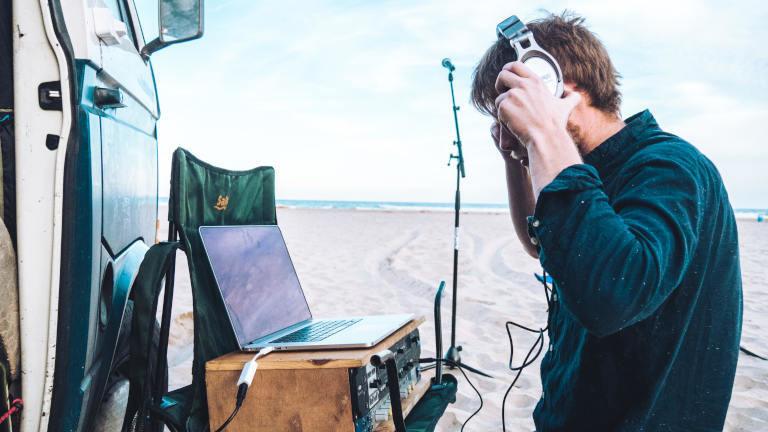 Marten Berger bei einer Tonaufnahme