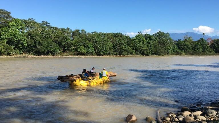 Raftingtour auf einem Fluss in Ecuador