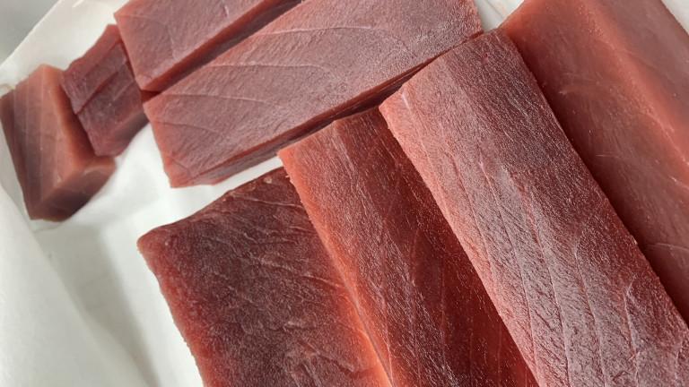 Feinste Fasern: roher Thunfisch
