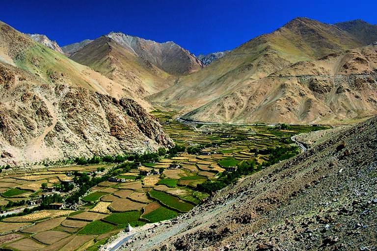 Spuren von Landwirtschaft in der tibetanischen Ladakh-Wüste