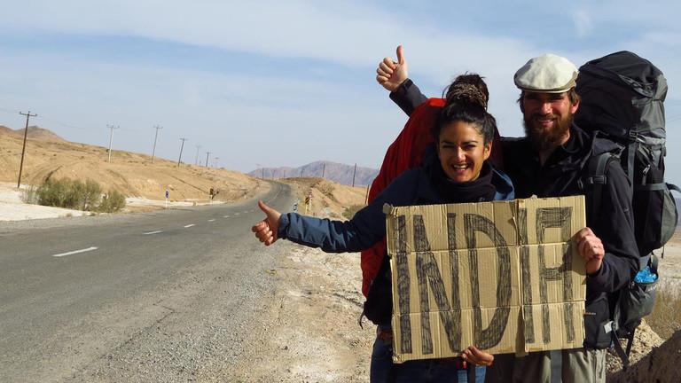Weltreise: Morten und Rochssare trampen seit fünf Jahren quer durch Asien - hier in der Wüste Dasht e Kavir im Iran