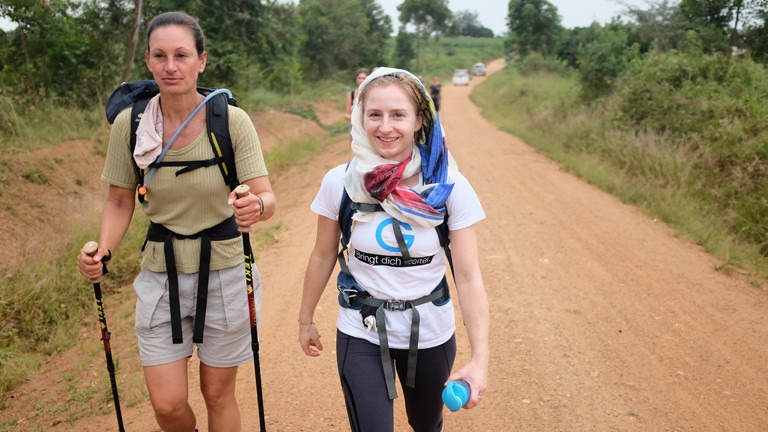 Hanna Berger beim Water!Walk in Uganda