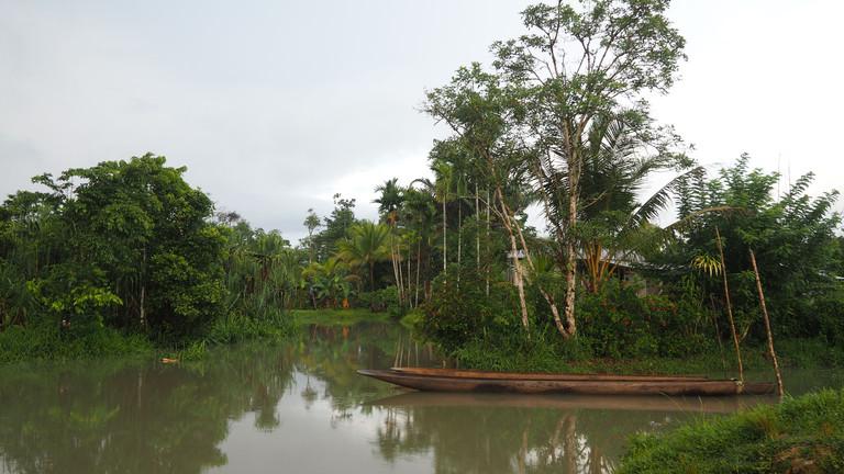 Einbaum auf dem Fluss Kikori