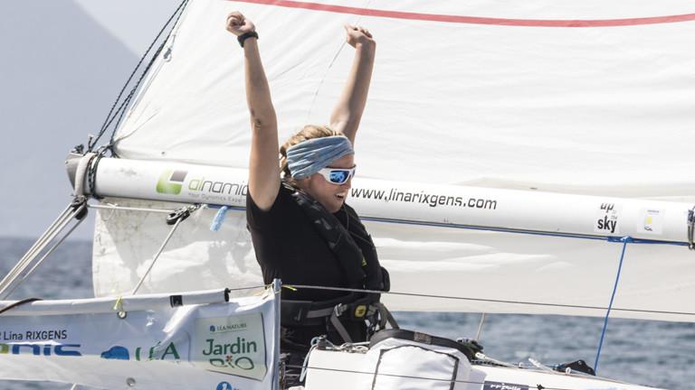 Lina bei ihrer Ankunft in Martinique - nach 30 Tagen alleine auf ihrem Boot.