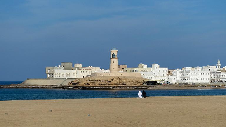 Die Hafenstadt Sur im Osten Omans mit dem Leuchtturm Al Ayjah