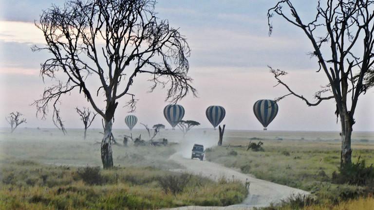 Heißluftballons in der Serengeti