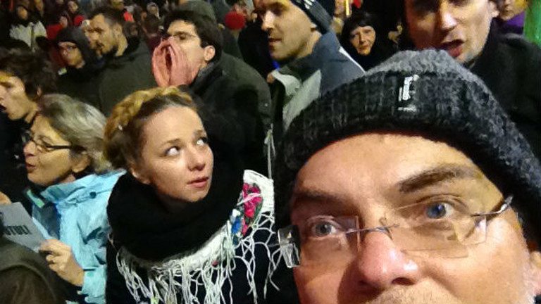 Stephan Ozsvath im Griff der ESC-Fans