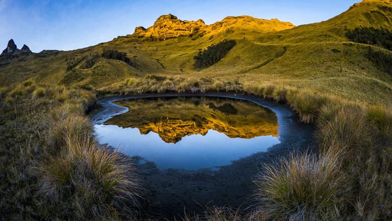 Kratersee in einem erloschenen Vulkan