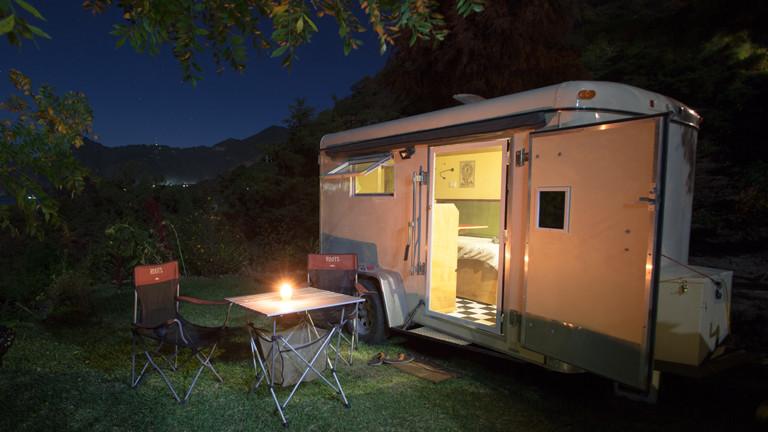 Camping bei Nacht