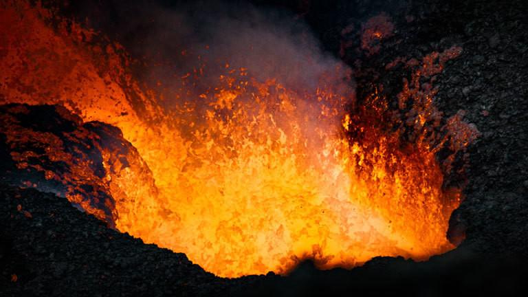 Ausbrechender Vulkan.