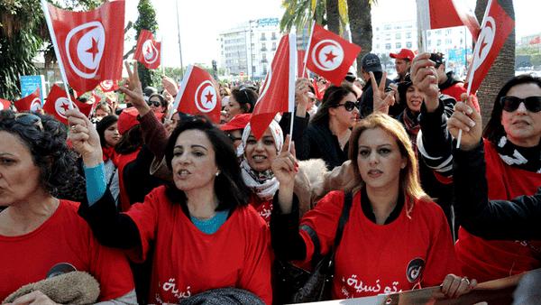 Frauen in Tunesien demonstrieren