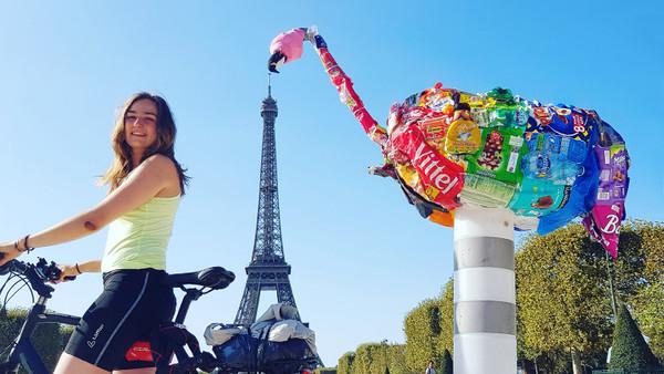 Clara Bütow fährt mit ihrem Fahrrad durch Europa, um auf Plastikmüll aufmerksam zu machen.