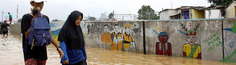 Jakarta versinkt im Meer