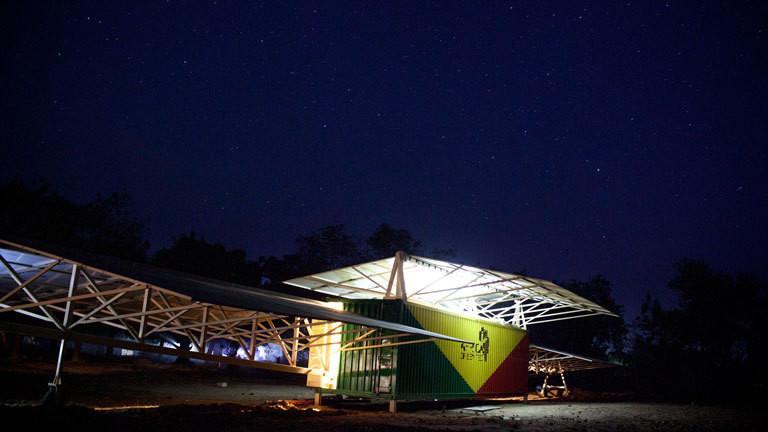 Aufgebauter Solar-Strom-Container oder Solartainer von Africa Greentec in Djoliba