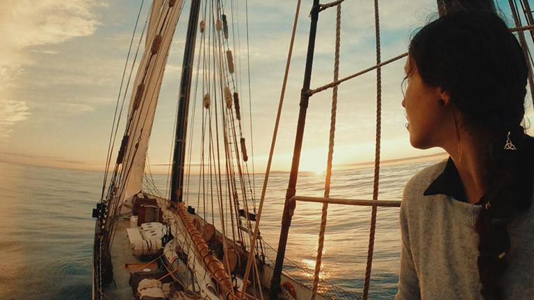 Peggy Engelmann auf dem Segelschiff Avontuur.