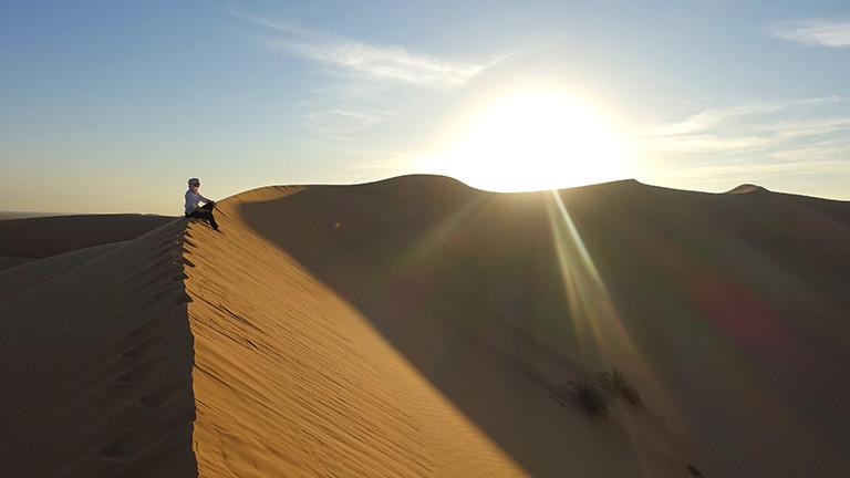 Nadine Püngs in der Wüste Rub al-Chali
