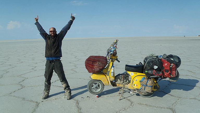 Alexander Eischeid mit Vespa in Chile