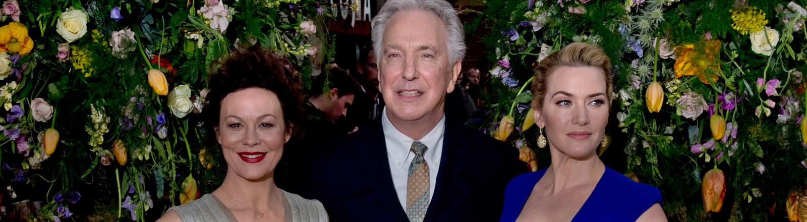 """Die Schauspieler Helen McCrory (L), Alan Rickman (C) und Kate Winslet bei der Premiere von """"Die Gärtnerin von Versailles"""" in London."""
