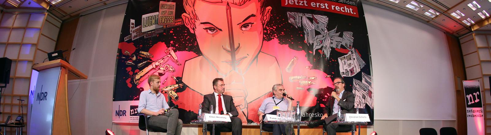 """Auf einer Veranstaltung bei dem Jahrestreffen der Journalistenvereinigung """"Netzwerk Recherche"""" 2015."""