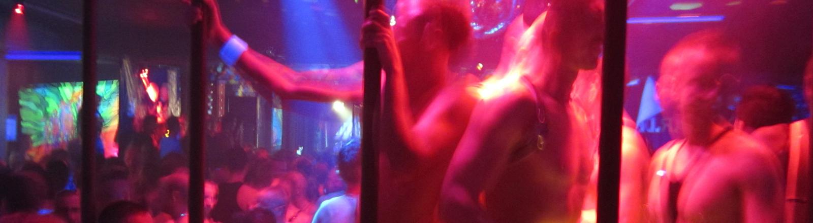 Die schwule Pornoparty HustlaBall am Freitag (21.10.2011) im Kitkat Club in Berlin.
