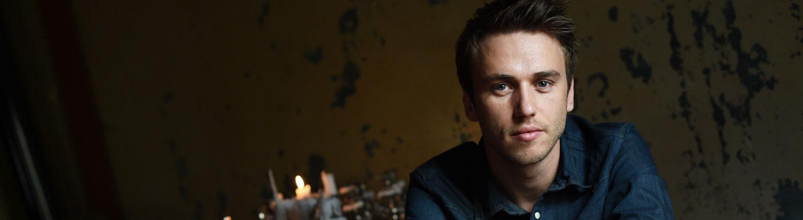 Der deutsche Sänger, Rapper, Songwriter, Produzent und Autor Clueso posiert am 11.08.2014 in Berlin.