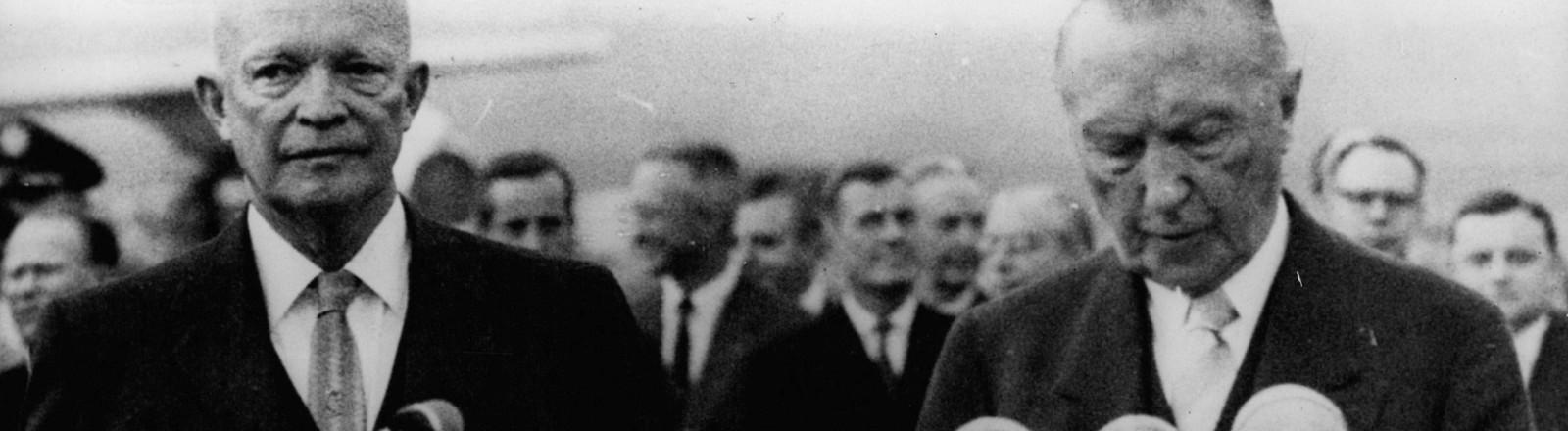 Eisenhower und Adenauer bei einer Pressekonferenz in Bonn.