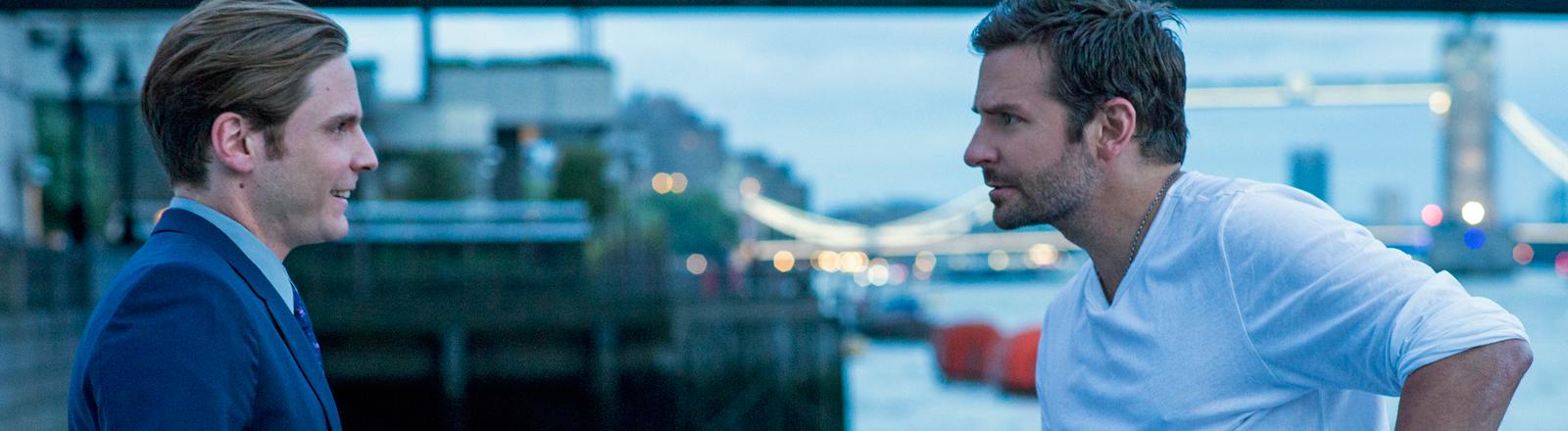 """Daniel Brühl und Bradley Cooper in einer Szene des Films """"Im Rausch der Sterne""""."""