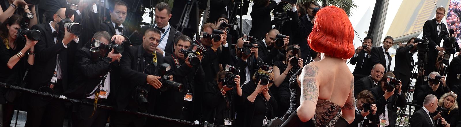 Die Sängerin Miss Fame auf dem Roten Teppich in Cannes am 14.05.2016.
