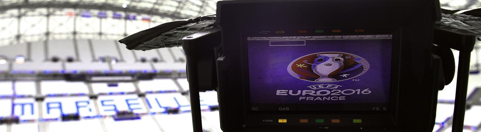 Eine Kamera der Uefa im Stade Velodrome von Marseille