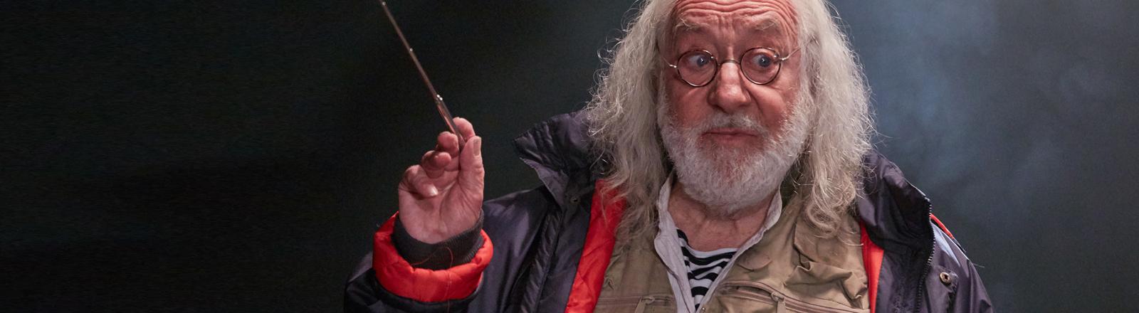 Der Schauspieler Dieter Hallervorden in seiner Rolle als Uwe Hinrichs.