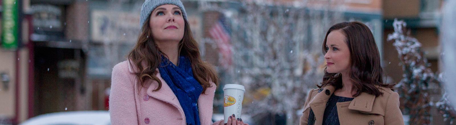 """Lauren Graham und Alexis Bledel in der neuen Staffel """"Ein neues Jahr"""" der Serie """"Gillmore Girls"""""""