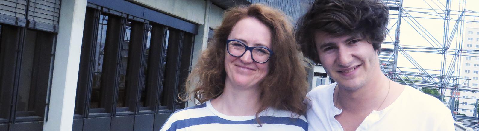 Deutschlandfunk-Nova-Moderatorin Sonja Meschkat mit Faber.