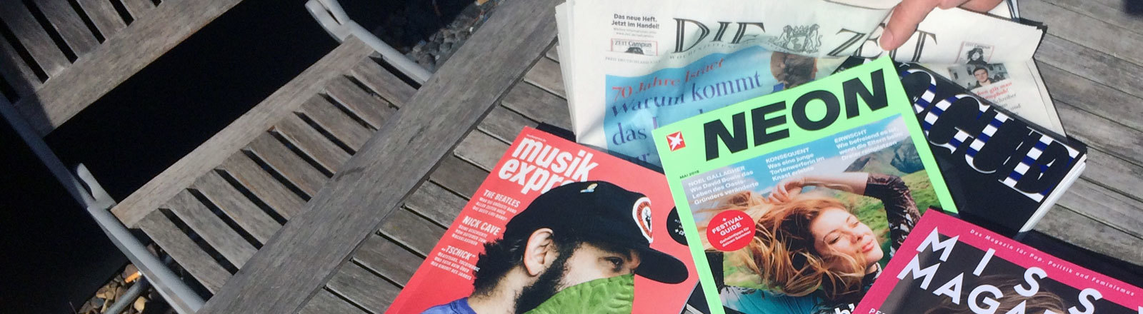 Magazine auf dem WG-Tisch