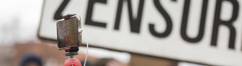 """Berlin: Zensur-Schild bei einer Demonstration des Bündnisses """"Berlin gegen 13"""" gegen Uploadfilter und EU-Urheberrechtsreform"""