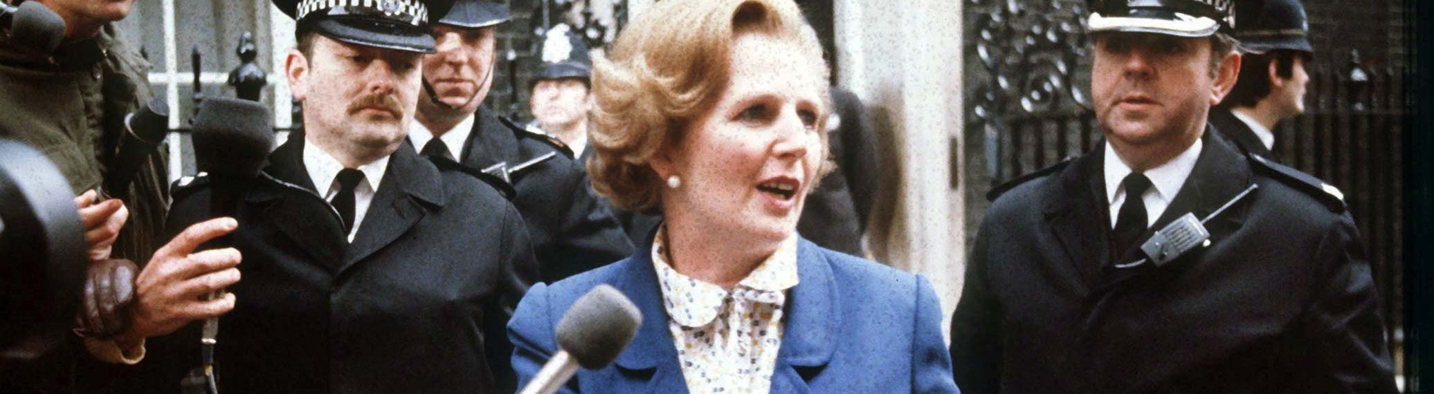 Premierministerin Margaret Thatcher am 4. Mai 1979 vor ihrem Amtssitz Downing Street Nr. 10 in London.