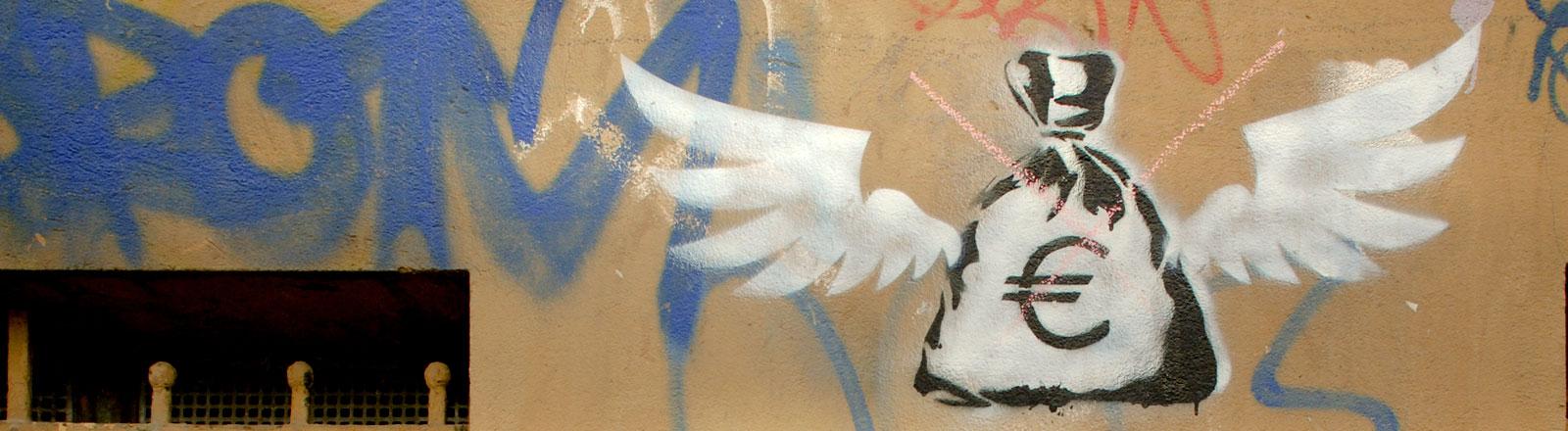 Street-Art: Eine Hauswand auf der ein Geldsack aufgesprüht ist mit einem Eurozeichen.
