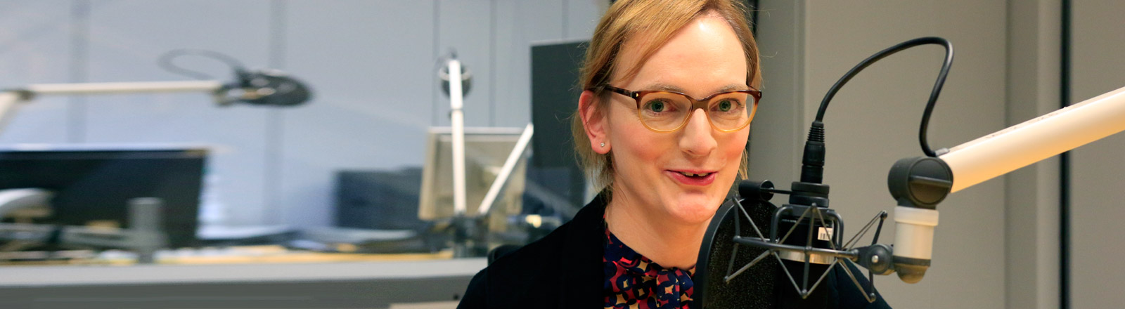 Sarah Ungar im DRadio-Wissen-Studio