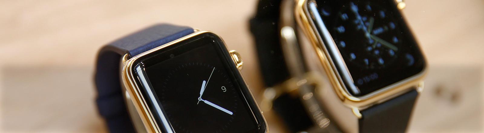 Zwei Apple-Watches