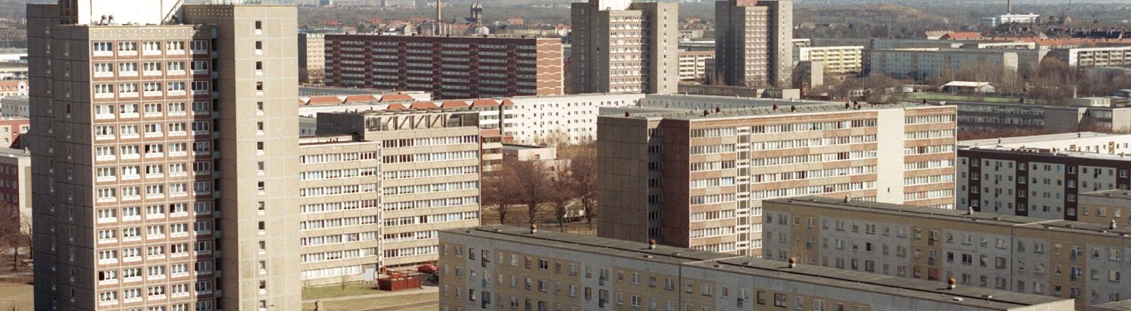Plattenbausiedlung Leipzig-Grünau. Aufgenommen am 02.04.1996.