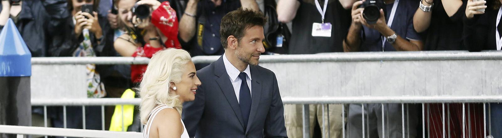 Lady Gaga und Bradley Cooper auf der 75. Biennale
