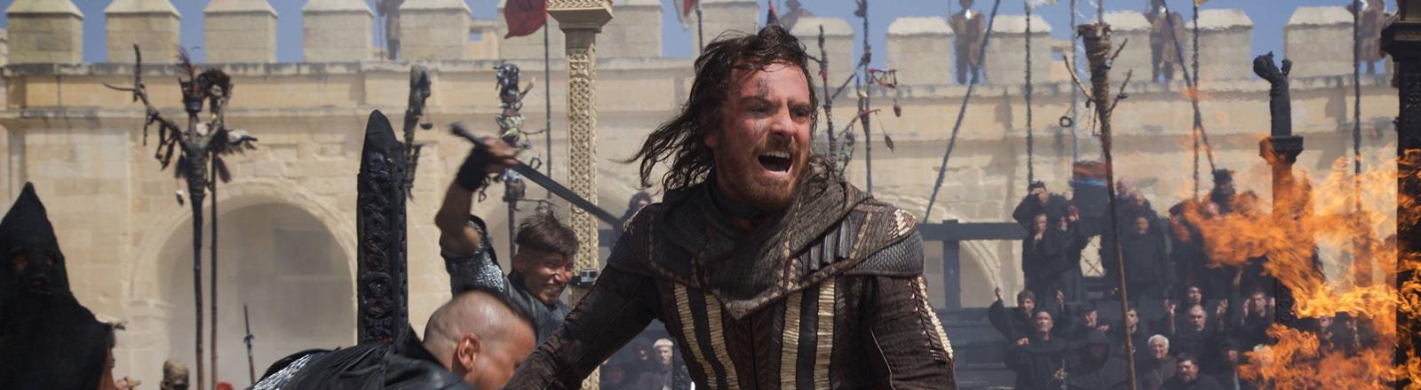 """Michael Fassbender in einer Szene aus """"Assasin's Creed"""""""