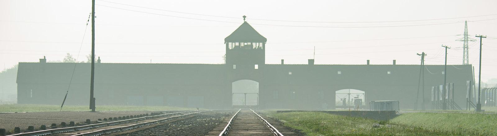 Gleise auf dem Gelände des ehemaligen Konzentrationslagers Auschwitz