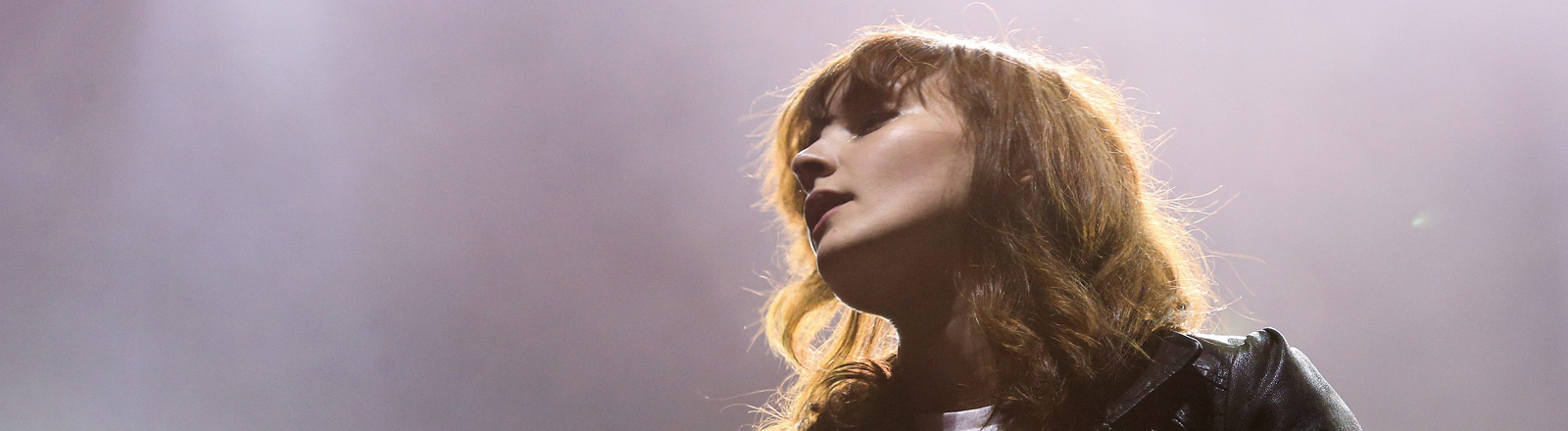 Chvrches-Sängerin Lauren Mayberry beim  Paredes de Coura Music Festival in Portugal.
