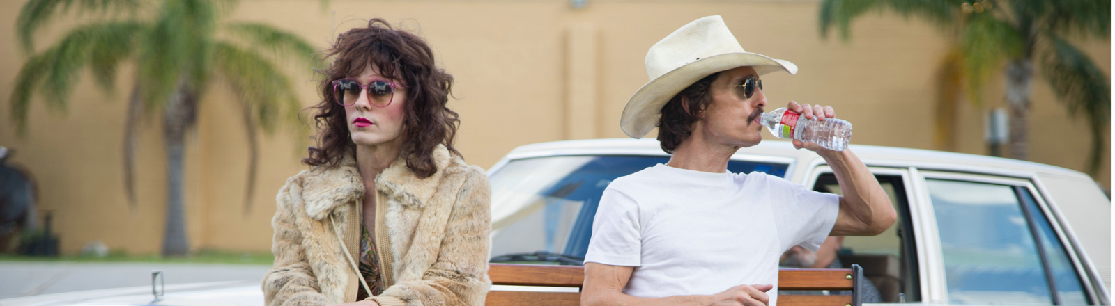 "Die Schauspieler Jared Leto (l) als Rayon und Matthew McConaughey als Ron Woodroof in einer undatierten Filmszene des Kinofilms ""Dallas Buyers Club""."