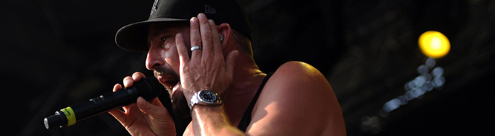 Der Musiker Gentleman (Tilmann Otto) steht am 27.07.2013 auf dem Greenville Festival in Paaren/Glien (Brandenburg) auf der Bühne.